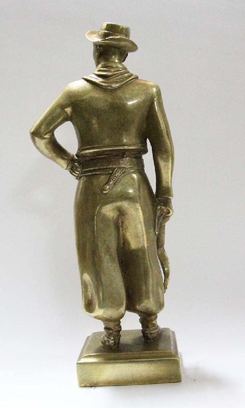 Bronce / Bronze / esculturas en general   Old bronze gaucho figure typical dress south american