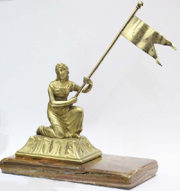 Bronce / Bronze / esculturas en general   Interesting old woman with flag allegory bronze smal figure