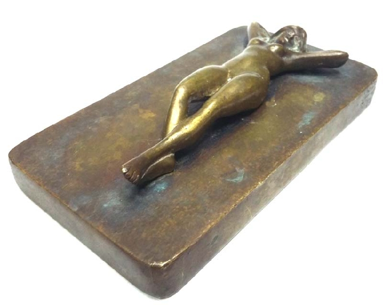 Curiosidades / Curiosities / odd   Unusual old erotic naked lady woman bronze blanket