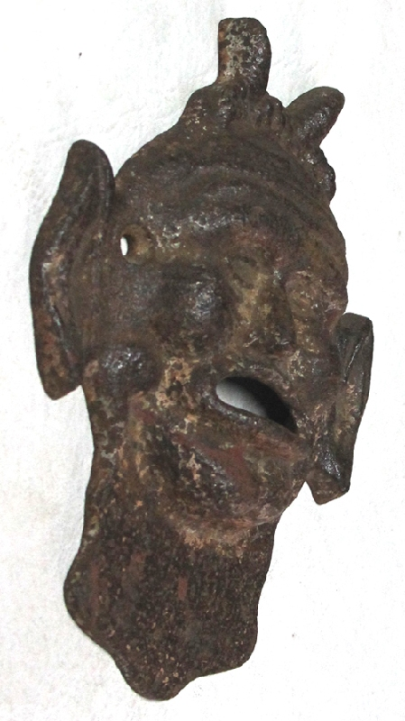 Curiosidades / Curiosities / odd   Rare old Devil Satan plaque mask iron fountain head 25 cm x 20 cm