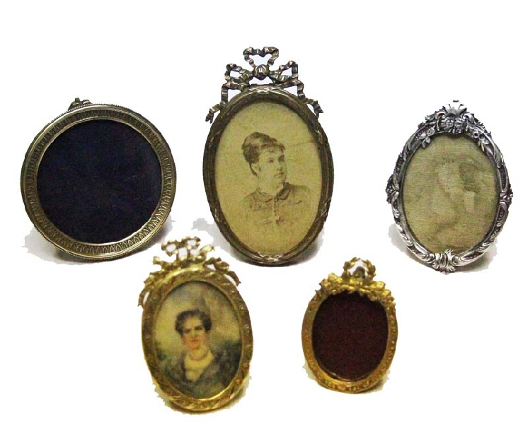 Antiguedades / Antiques   Lot of 5 small French brass picture frame one with miniature