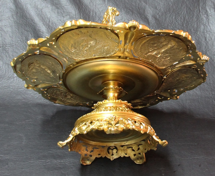 Antiguedades / Antiques   Stunning bronze and metal ormolu centerpiece with angels and griffin 35 cm x 44