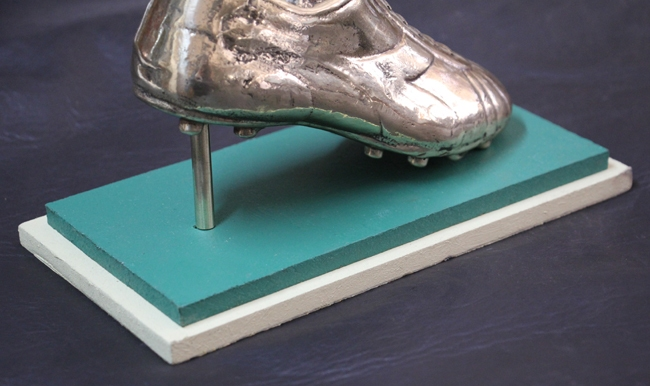 Antiguedades / Antiques   Rare solid bronze 4 kg chukka soccer rugby boot AD display 19 cm x 7 cm x 9 cm