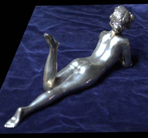 Antiguedades / Antiques   Very nice sensual lady naked resting French bronze silver plated 24 x 6 cm