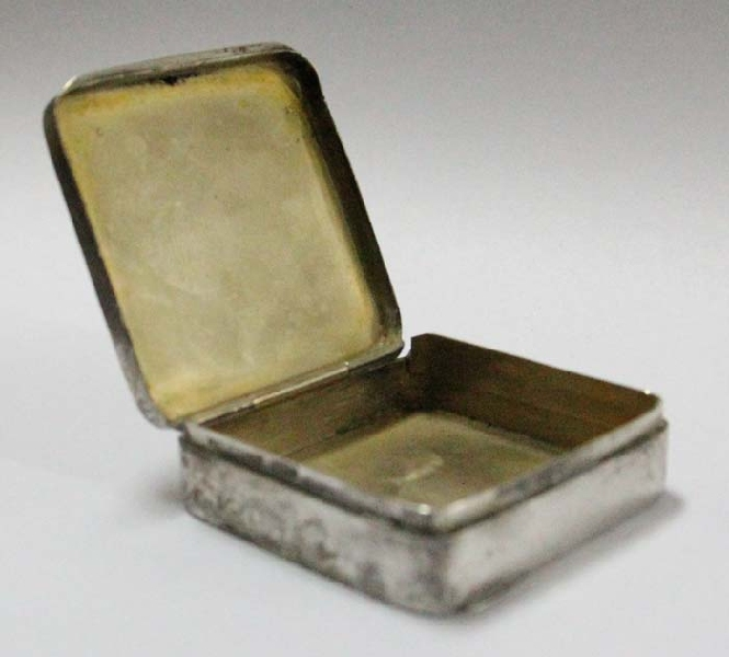 Plata / Silver   Interesting old German silver 835 pil box marked S JF
