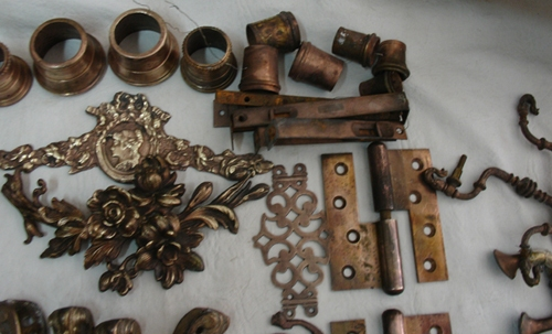 Aplicaciones de muebles y bronceria   Very interesting antique lot of more than 87 bronze brass furniture some French