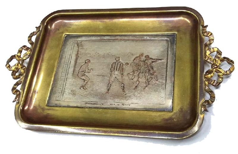 Deportes / Sports   DÉFENSE D´UN BUT Rare antique small french soccer players brass tray