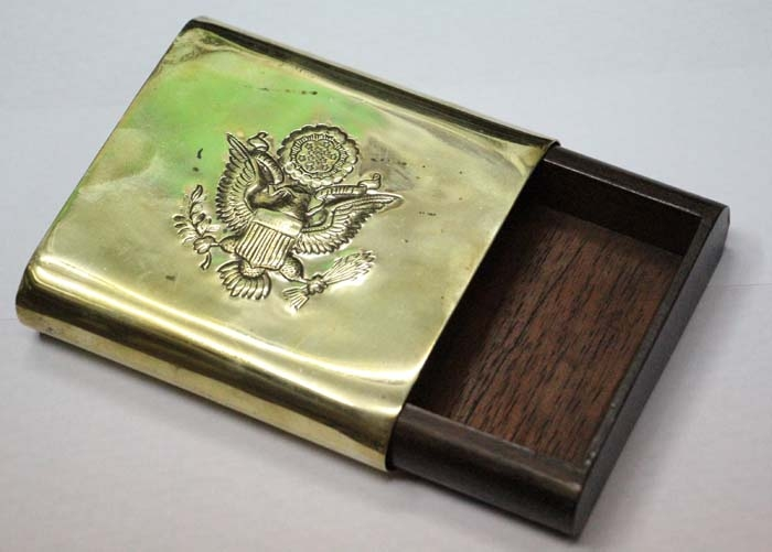 Cigarrillos y afines   Interesting olg brass & wood cedar cigarrrete box USA shield